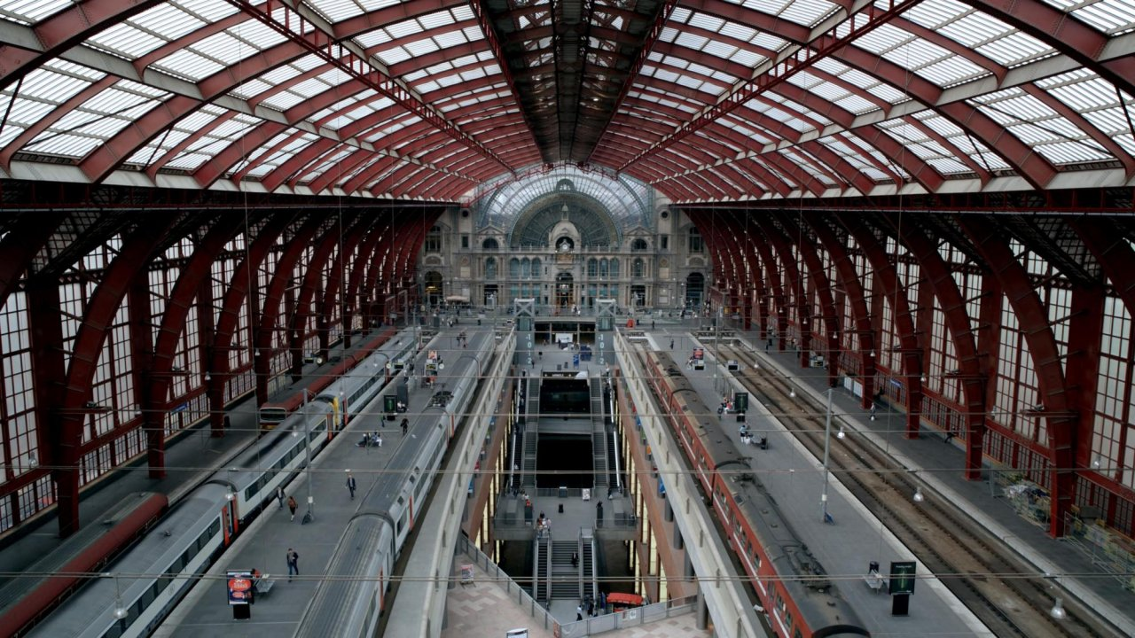 Main still: Antwerp Central